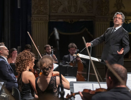 "Riccardo Muti hands on the baton of his ""Italian"" art to young musicians"